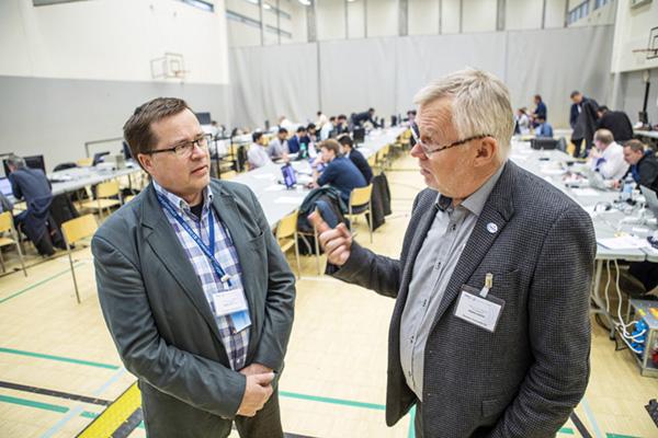 ERVE- uutiset 27.9.2019 Plugtest, Kuopio. Kari Junttila, Erillisverkot ja Heikki Riippa, Criticon Oy. Kuva: Pentti Vänskä